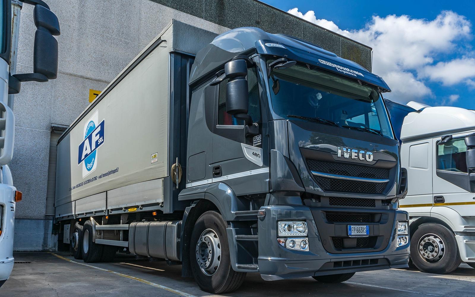 parco mezzi camion af trasporti depositi bergamo